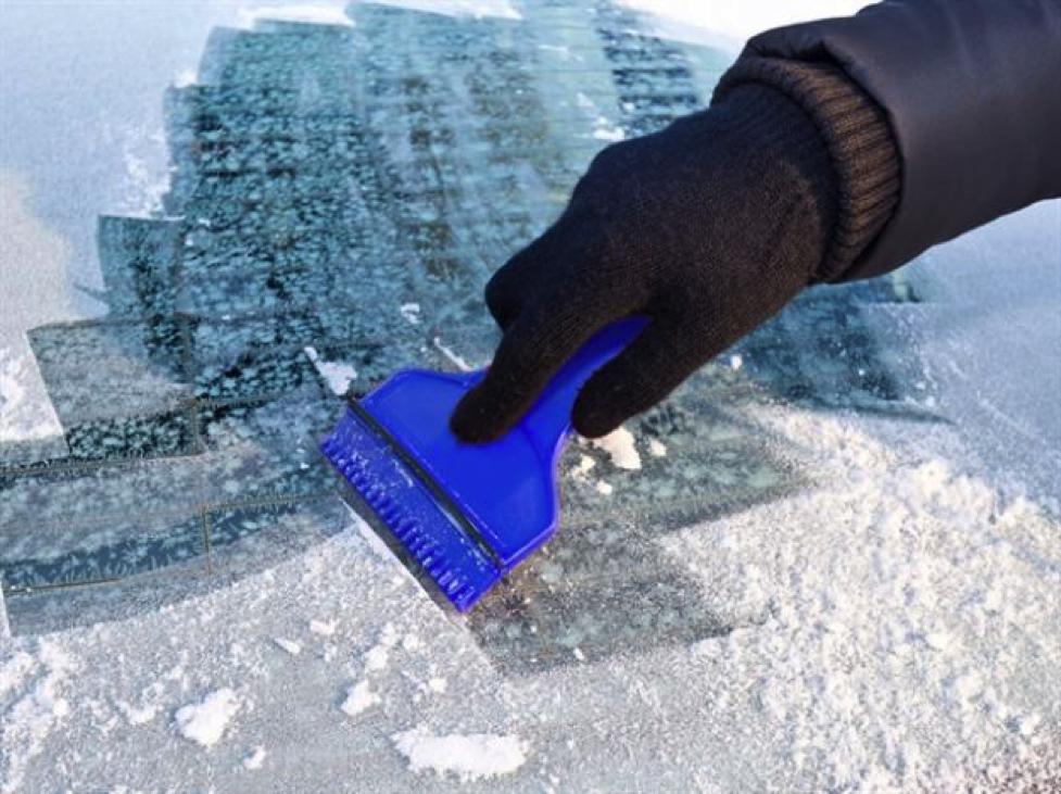 Raschietto in plastica per rimuovere il ghiaccio e il parabrezza dell/'auto