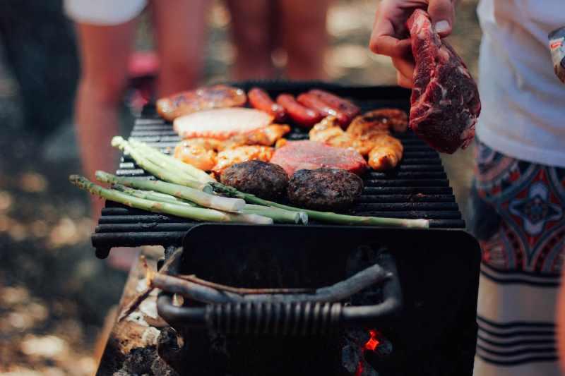Barbecue acceso. Guida all'acquisto.