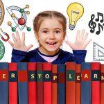 Bambina con Grembiule Scuola Elementare