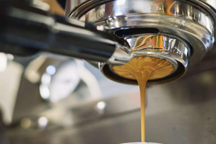 Caffe da macchine con caffe macinato