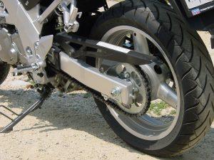 migliori spazzole e kit per pulire la catena della moto